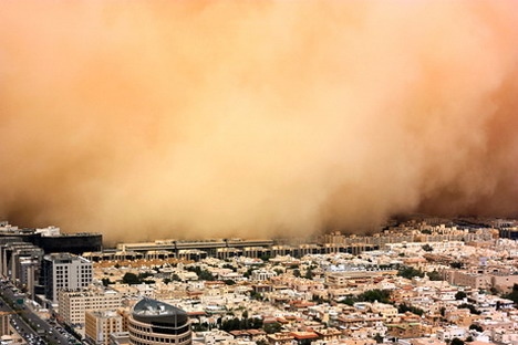 a_sandstorm_engulfs_the_saudi_capital