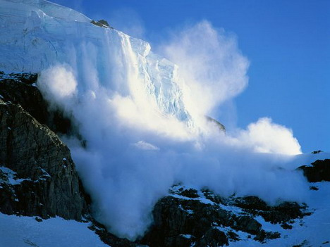 avalanche_in_mt_rainier_national_park_in_washington