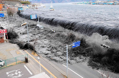 tsunami_ploughed_into_tragic_miyako_city_japan