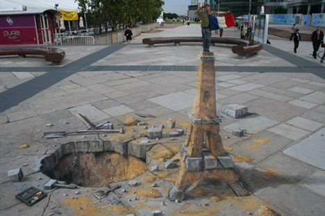 eiffel_tower_sand_sculpture_by_julian_beever