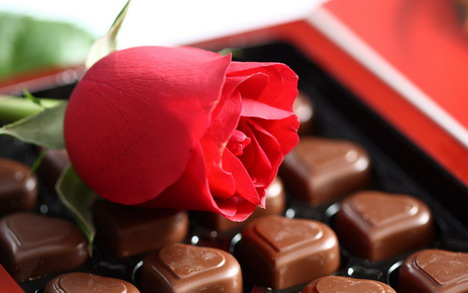 love_shape_chocolate_with_rose