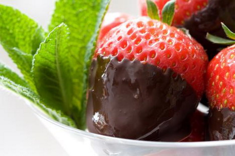 strawberries_coated_with_chocolate_wallpaper