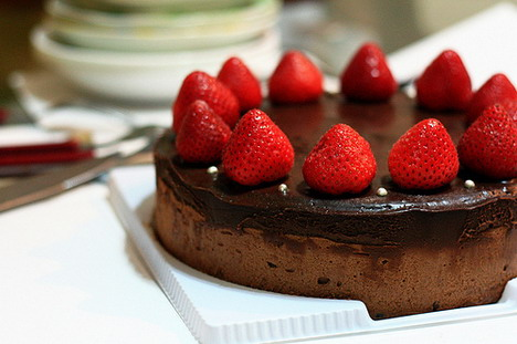 strawberry_chocolate_cake