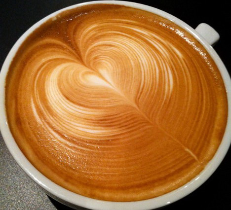 love_shaped_latte_art_50_beautiful_and_delicious_latte_art