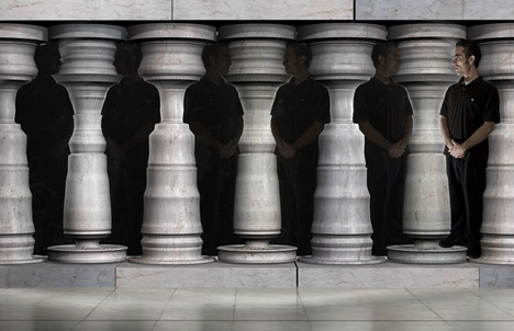 man_in_pillars_best_optical_illusion