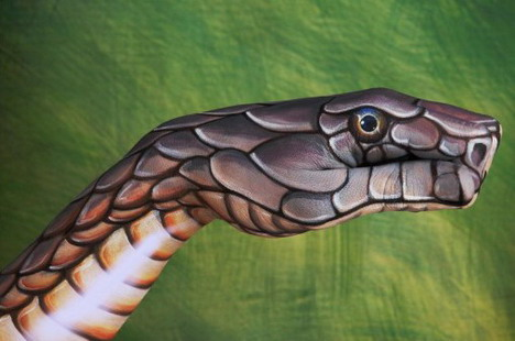 cobra_on_green_best_animal_hand_painting