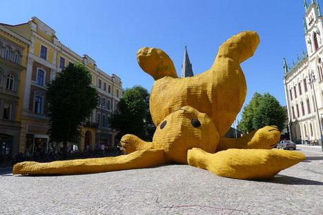 big_yellow_rabbit