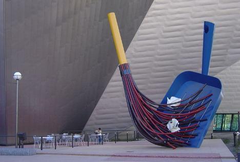 huge_broom_dustpan