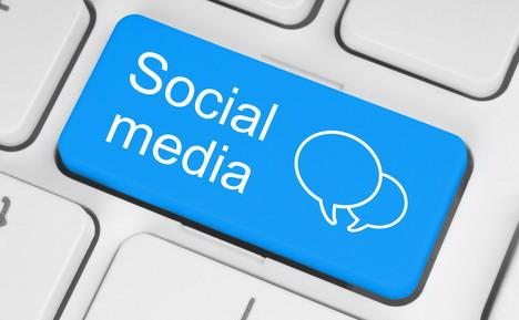 use_social_media_promote_business_blog